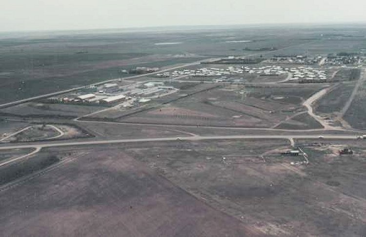 Aerial photo of the lower site, PMQ's and the village of Alsask - 1985